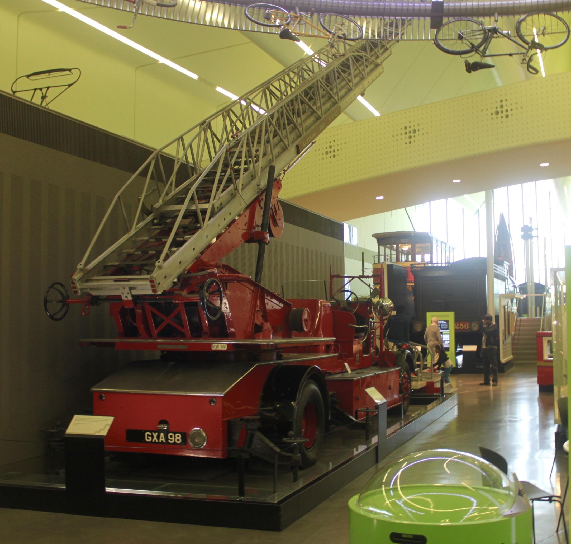 Old fire truck in Riverside Museum y Jez Braithwaite